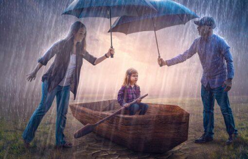 """10 صور خيالية للفوتوغرافي العالمي """"kevin carden"""" يبرز فيها الدور الحقيقي للوالدين"""